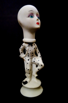 Mimi Berlin, 2013. History of Circus Legends. Giant headed Pierrot. (biscuit ceramic: 1970s head resting on a biscuit statuette, date unknown, both unsigned.) ø 6 x 29,5 cm