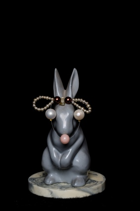 Rabbit a.16 by Mimi Berlin 2014. (Assembled ceramic/Small and brown faux pearls/Large sweet water pearls/Pink Jade) ø 9 x 14,5 cm